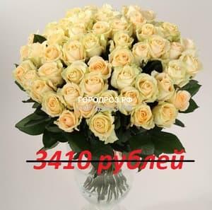 Букет из 31 кремовой розы