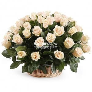 Нежно-розовые розы в корзине