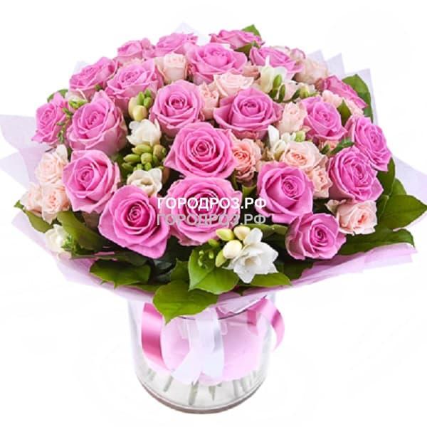 Сборный букет с розами, кустовыми розами и фрезией