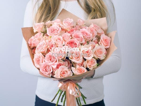 Сборный букет с кустовыми розами