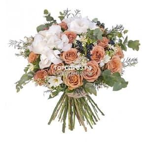 Сборный букет с розами, гортензией и фрезией