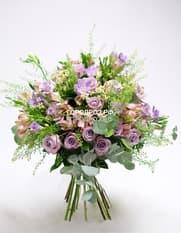 Сборный букет с розами, альстромерией и фрезией