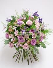 Сборный букет с розами и клематисом