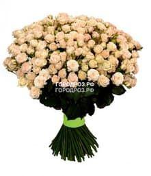 Букет из 51 нежно-розовой кустовой розы