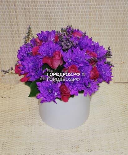 Розы и Хризантемы кустовые в шляпной коробке