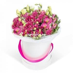 Розовая эустома в шляпной коробке