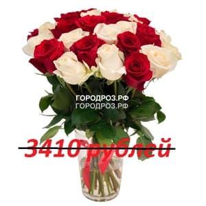 Букет из 31 красной и белой розы