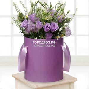 Фиолетовая эустома в шляпной коробке
