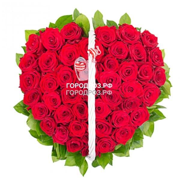 51 роза в форме сердца в корзине