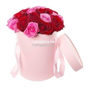 Розы разноцветные микс в шляпной коробке