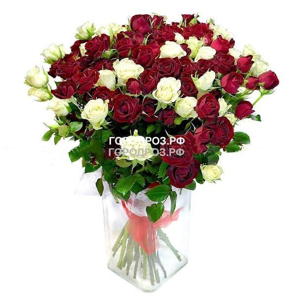 Букет из 19 кустовых роз Микс красные и белые