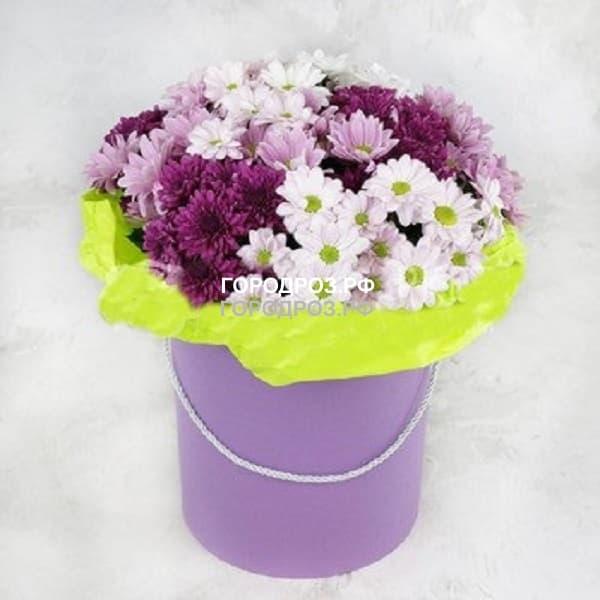 Кустовые хризантемы разноцветные микс в шляпной коробке