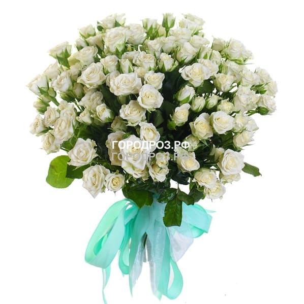 Букет из 29 белых кустовых роз
