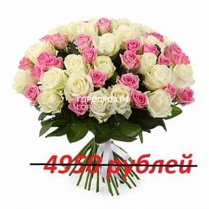 Букет из 55 розовых и белых роз