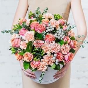 Розы и Гвоздика в шляпной коробке