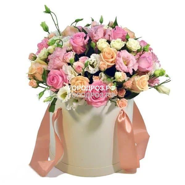 Розы и Кустовые розы Эустома в шляпной коробке
