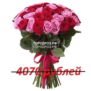 Букет из 37 красных и розовых роз