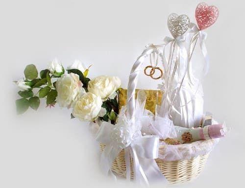 Купить букет цветов молодоженам в Москве на свадьбу