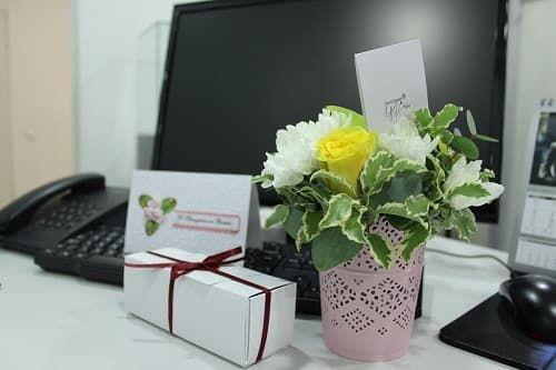 Выбираем цветы коллеге